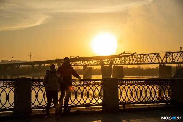 Как новосибирцы провели последние теплые выходные — показываем 20 солнечных кадров с улиц города