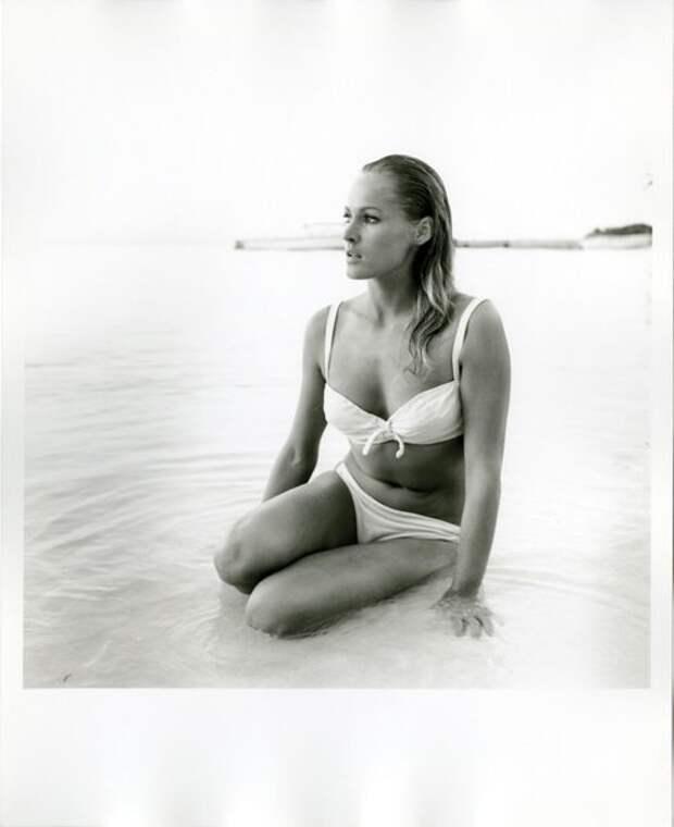 "Секс-символ 1960-х Урсула Андресс на съемках ""Доктор Ноу"". 1962 год."