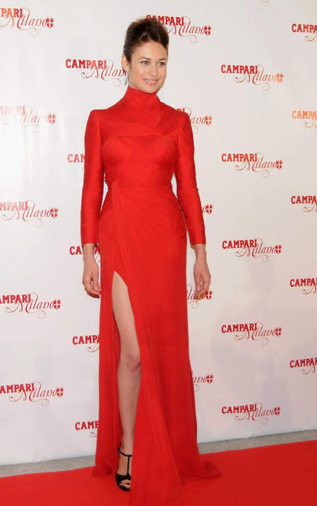 olga-kurylenko red dress