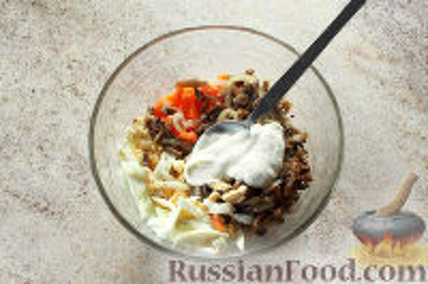 """Фото приготовления рецепта: Салат """"Ласточкино гнездо"""" - шаг №9"""