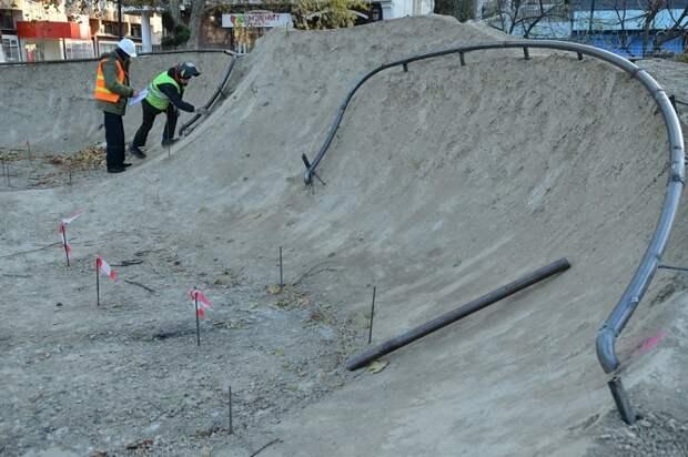 В Краснодаре строят новый бетонный скейт-парк