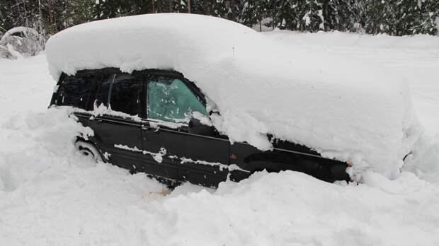 Снегопад спровоцировал серию ДТП в Ленинградской области
