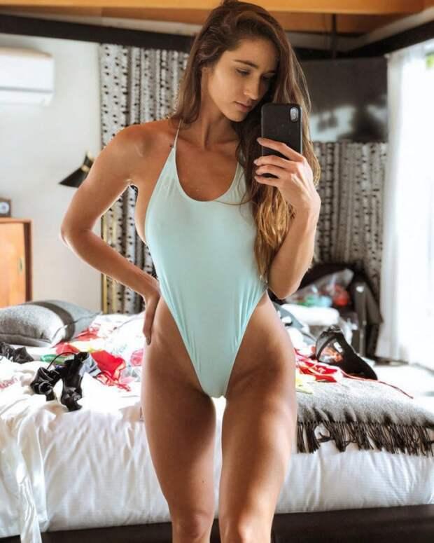 Фотографии девушек в стиле sideboob (31 фото)