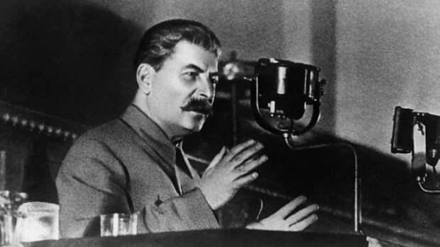 Зачем Сталин хотел заменить флаг РСФСР российским триколором