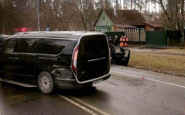 Авария на Рублевке: 6 машин, среди них – Aurus