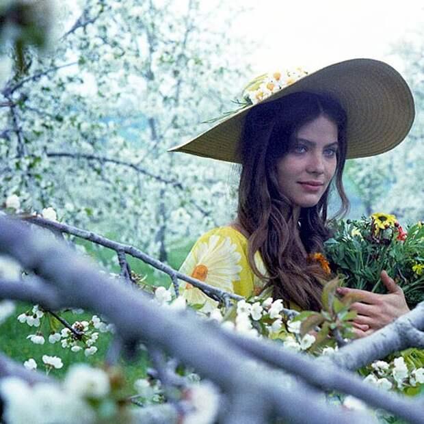 Актрисы и цветы: Орнелла Мути.