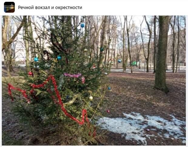 Фото дня: забытый «новогодний» памятник в парке Дружбы