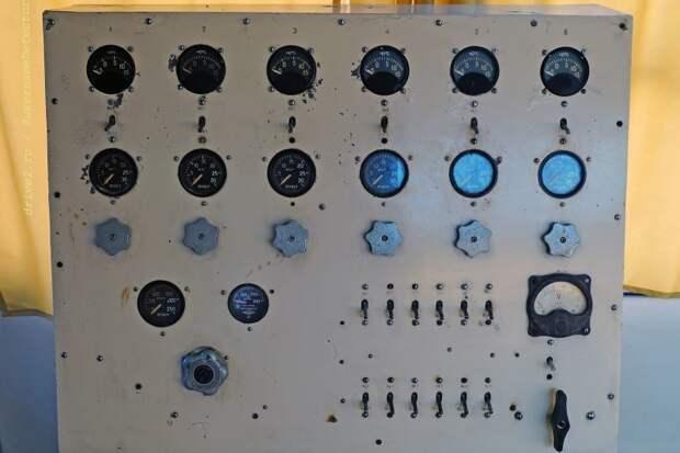 Устройство, на которое выводятся показания микроклимата в скафандрах, а также расположен пульт управления им ЛАЗ, авто, автобус, автомир, гагарин, космодром, лаз-695б, юрий гагарин