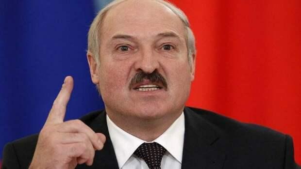 Девушка в наушниках стала знаменитой, не пропустив кортеж Лукашенко