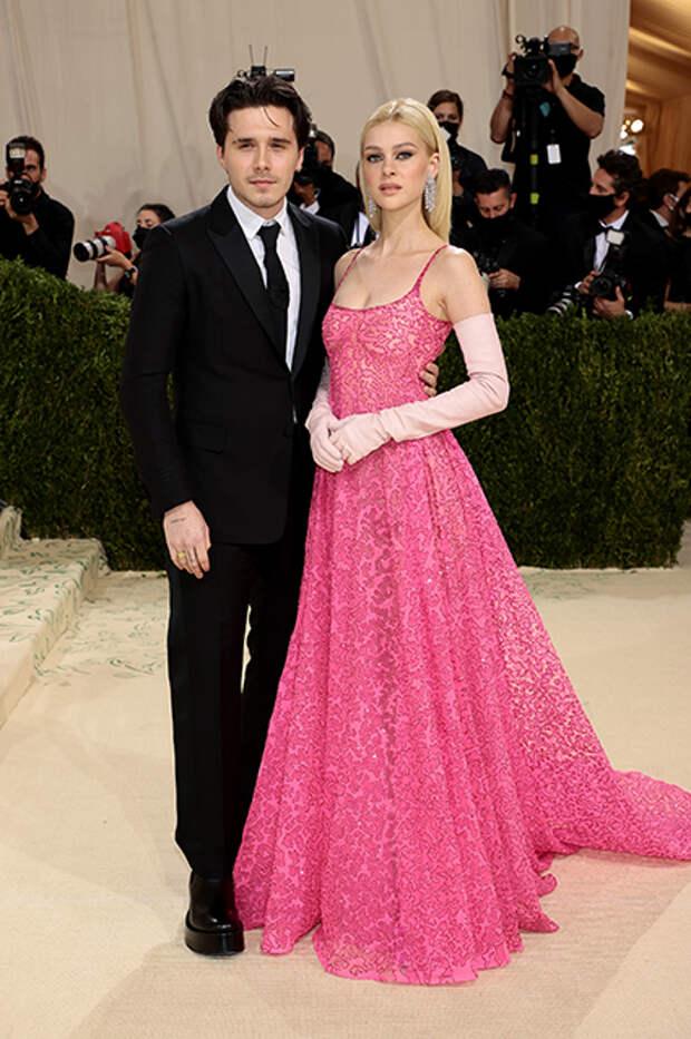 Бруклин Бекхэм в Valentino и Никола Пельтц в Valentino Couture