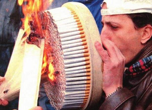 Тот, кто уже подсел на это, хочет курить больше и больше. привычки, прикол, юмор