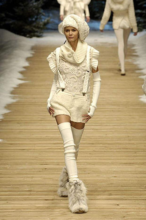 Цвета сливок, почти белое...Dolce & Gabbana.