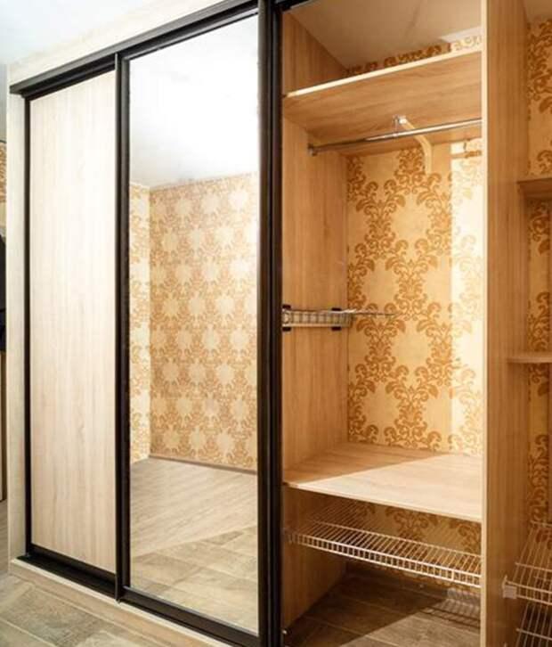 """Встроенный шкаф: как продумать, чтобы все было """"по полочкам"""""""