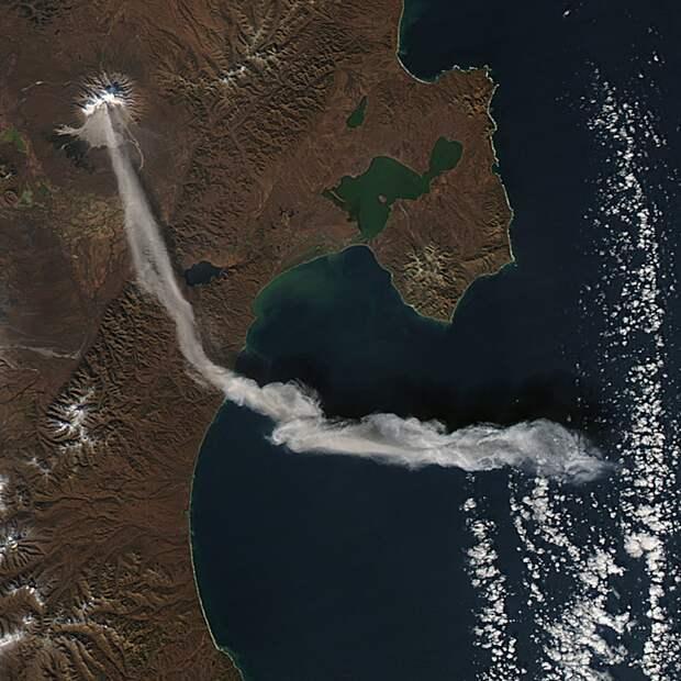 Вулкан Шивелуч на Камчатке снова проснулся и угрожает мощнейшим извержением