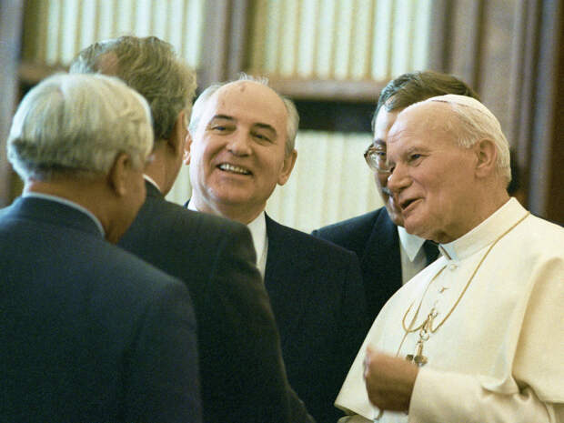 Встреча Михаила Горбачева с папой Иоанном Павлом II в Ватикане (1989)
