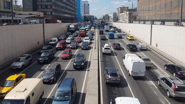 Движение на Садовнической набережной в Москве ограничат до 15 августа