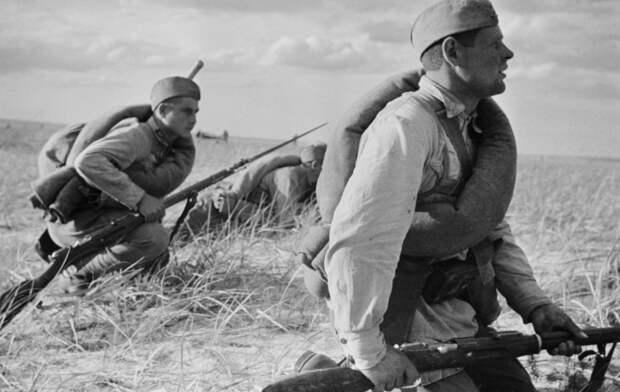 Почему в Советском Союзе солдаты носили с собой шинель даже летом
