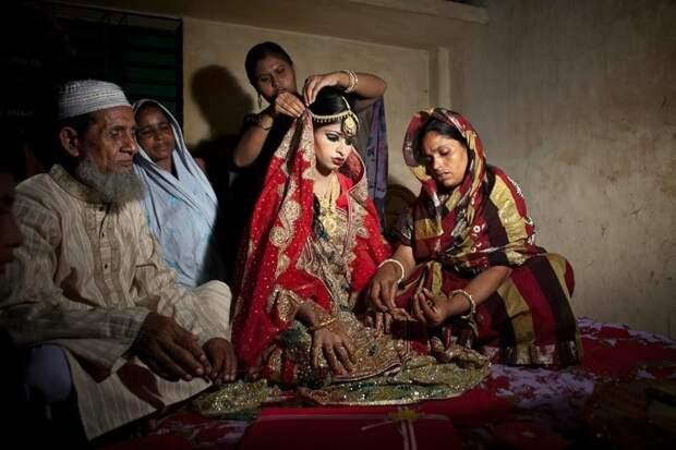 Как жить после свадьбы, если она... в 6 лет? дети, детские браки, индия