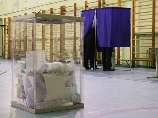 В Кущевке представительницы УИК схватились с казаком из-за подозрительных заявлений на надомное голосование