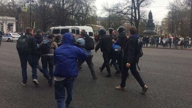 """Ведущий """"Эха Москвы"""" считает бесполезным грядущий митинг за Навального"""