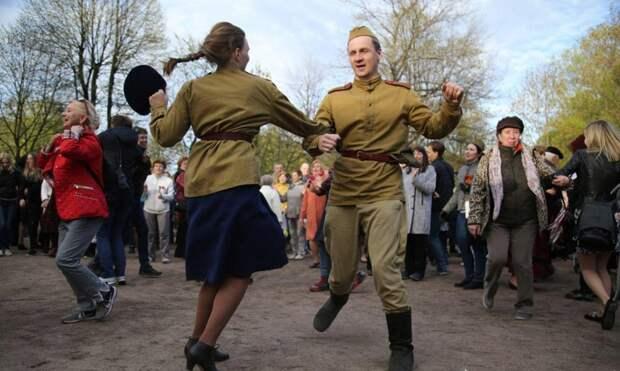 Как отметить День Победы в Петербурге: парад, песни в городе и танцы в ретрокостюмах