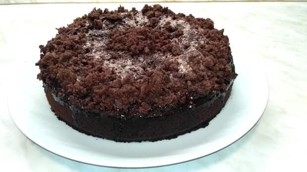 Шоколадный бисквитный пирог