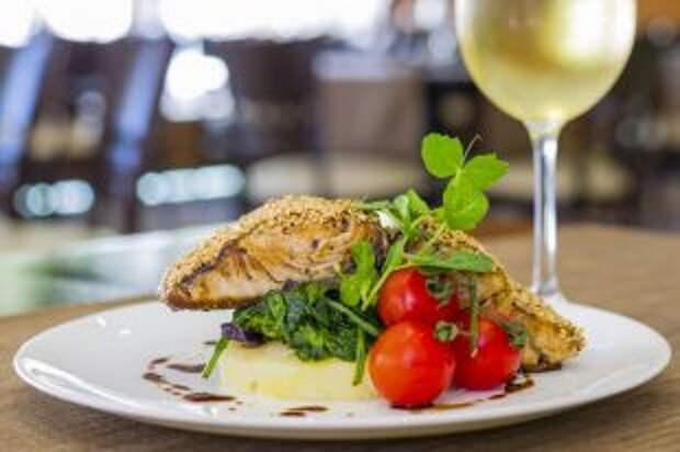 Морская рыба и бокал вина. Что есть в течение Петрова поста-2019