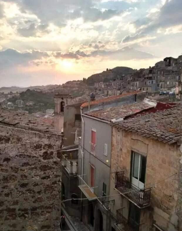 Совсем не дешево: почему дома по 1 евро в Италии обошлись покупательнице в 60 000 евро