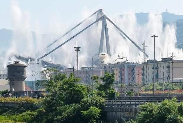 В Италии взорвали остатки обрушившегося моста близ Генуи