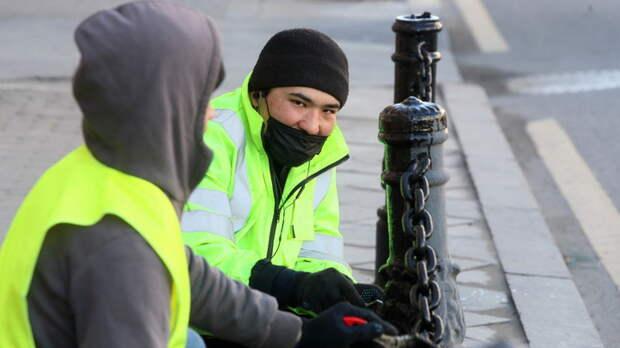"""""""Пошла жара"""" - мигранты толпой напали на полицейских в Москве? Видео расходится соцсетях"""