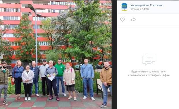 Замену асфальта на Малахитовой обсудили на субботнем обходе
