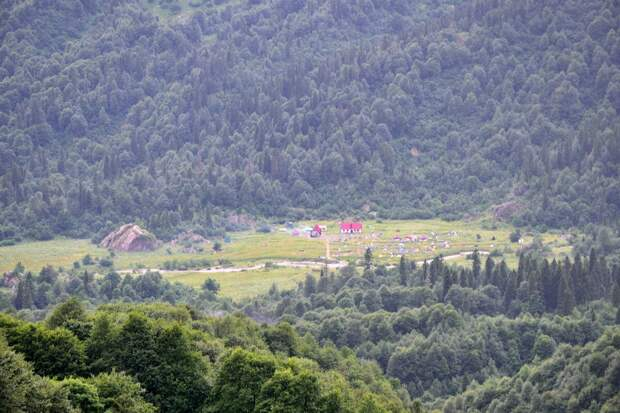 Вид на приют Фишт