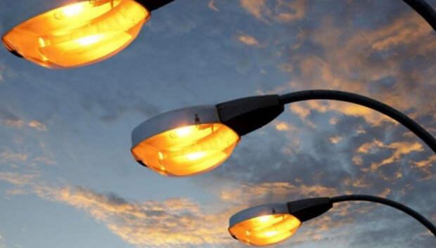 Рабочие отремонтируют фонари в поселке Подольска до 22 мая