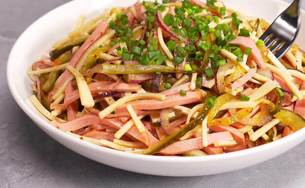 Берем сосиски с колбасой за основу и готовим сразу 4 блюда на всю неделю