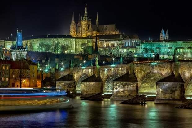 Три человека получили ранения в результате стрельбы в Праге