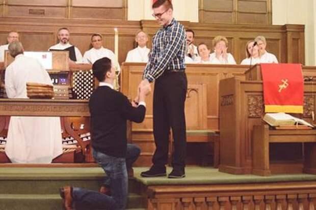Лютеране и пресвитериане в ряде стран «венчают» мужчину с мужчиной и допускают извращенцев к служению. И все эти «христиане» проповедуют грех.