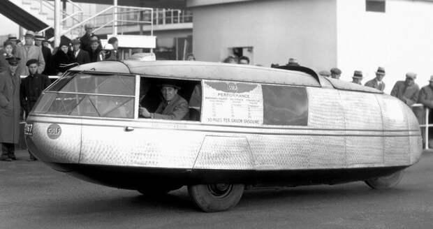 Легкий Dymaxion с колесной базой 3,2 метра и массой всего 830 кг в одном из рекламных заездов авто, автомобили, атодизайн, дизайн, интересный автомобили, олдтаймер, ретро авто, фургон