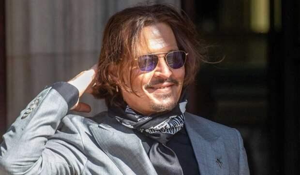 Бунт в Голливуде: фанаты требуют вернуть работу обвиненному в избиениях Джонни Деппу