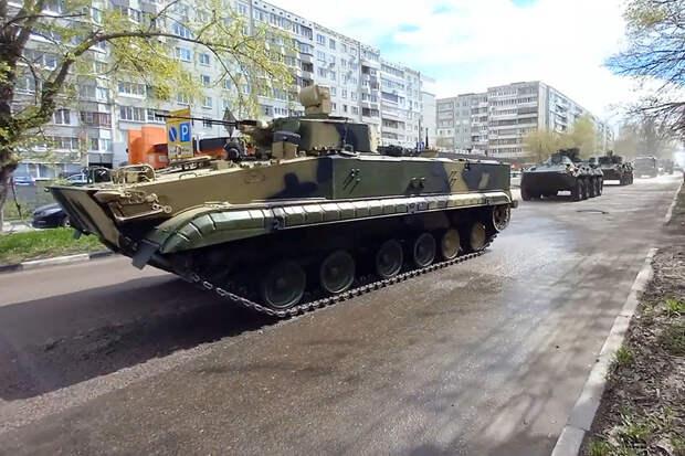 Гусеничный вариант нового бронеразведчика покажут на параде в Туле