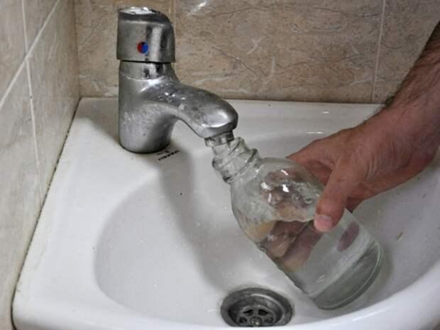 Воду крымчанам будут давать раз в сутки— в соцсетях скандал