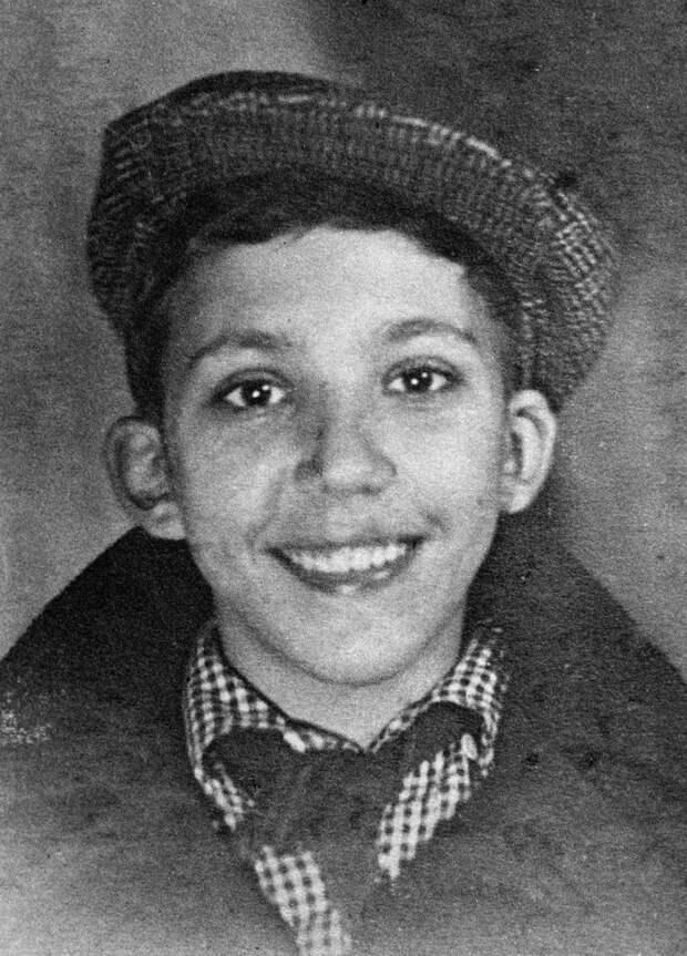 Юрий Никулин в школьные годы. 1953 год
