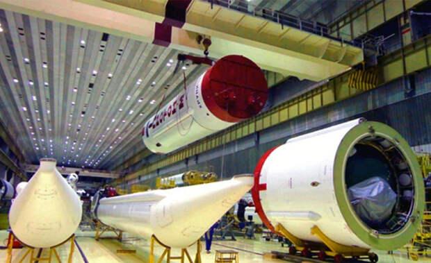 """В Ростехе рассказали о модификациях ракеты """"Протон-М"""", позволивших снизить ее вес"""
