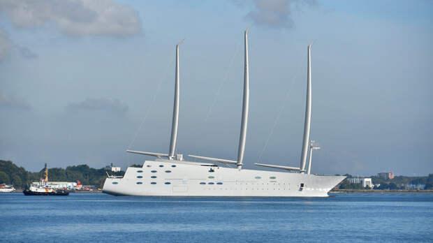Гигантская яхта миллиардера из России шокировала испанцев