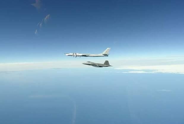 Российский Су-30 перехватил над Черным морем американские самолеты