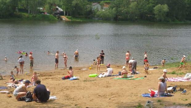Жителям Подмосковья рассказали, как получить идеальный загар на региональных пляжах