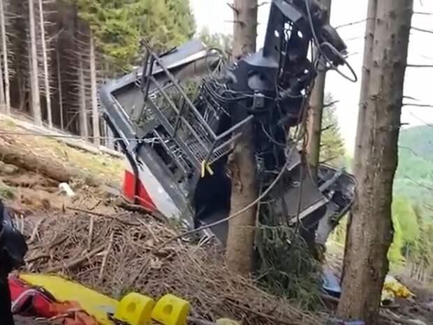Растет число жертв падения кабинки фуникулера в Италии