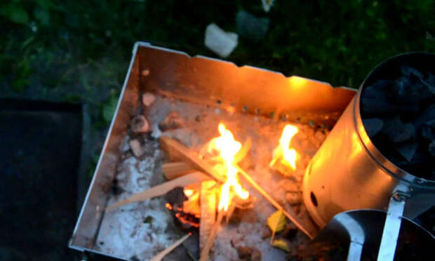 Гениальный способ разжечь угли для шашлыка