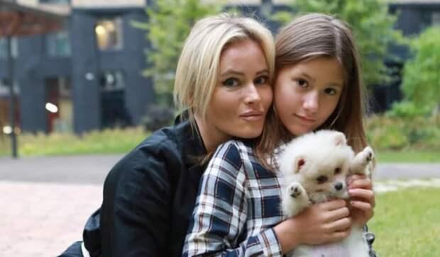 Дочь Даны Борисовой нанесла себе увечья в школе