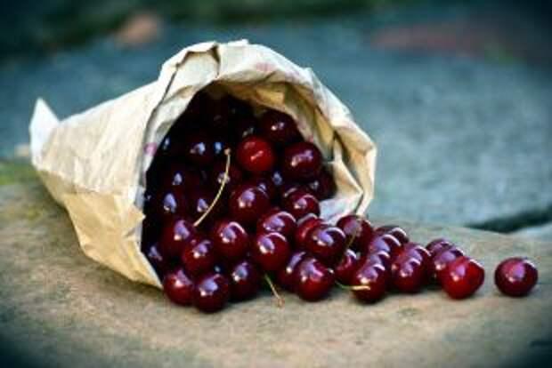Сколько черешни можно есть в день?