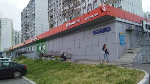 Мусор с козырька магазина на Люблинской убрали — управа